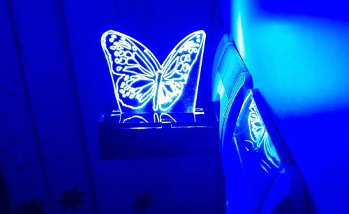 چراغ خواب پریزی طرح پروانه رنگ آبی